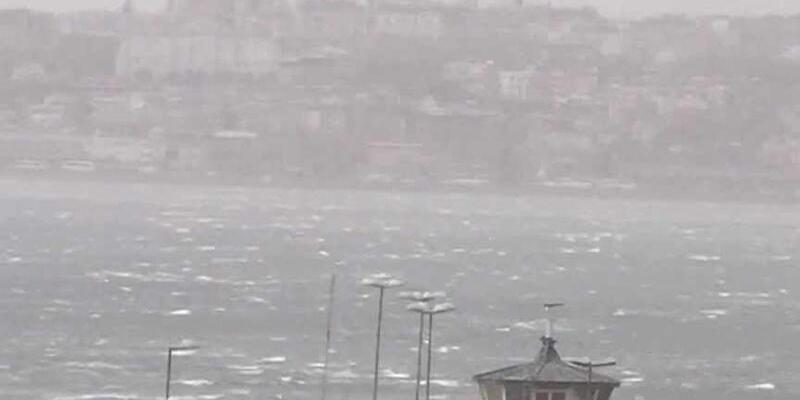 İstanbul ve Çanakkale Boğazları tipi nedeniyle gemi trafiğine kapatıldı