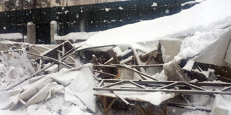 Sarıyer'de pazar yerinin çatısı biriken kardan çöktü