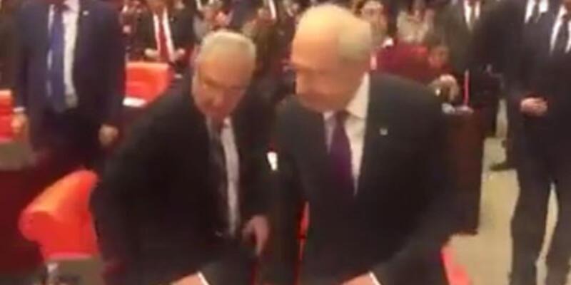 Deniz Baykal yanlışlıkla Kılıçdaroğlu'nun koltuğuna oturdu