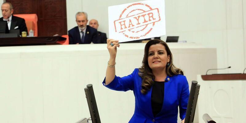 CHP'li vekil Fatma Kaplan, oylama sırasında darp edildi