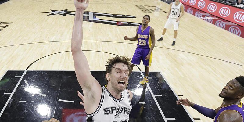 Spurs Lakers potasını bombaladı