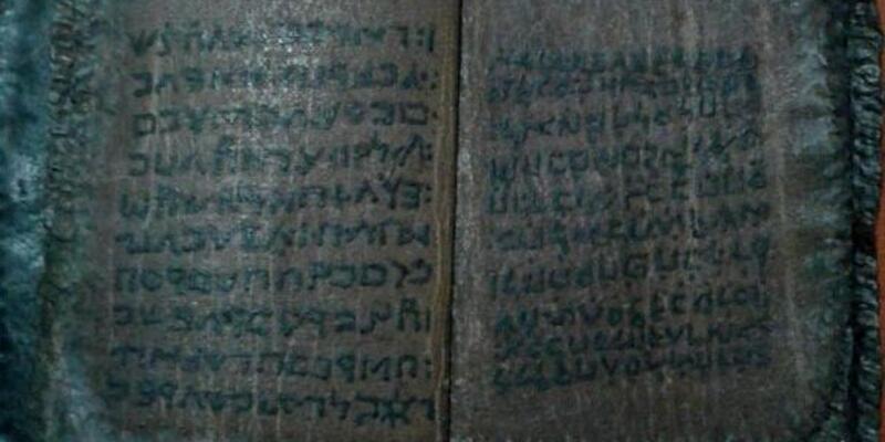 1800 yıllık kitabı satmaya çalışırken yakalandı