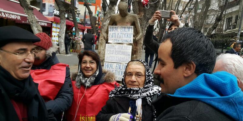 Polis oturma eylemine müdahale etti, araya CHP'li Tanal girdi