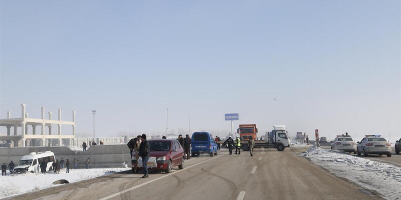 Erzurum'da zincirleme trafik kazası: 32 yaralı