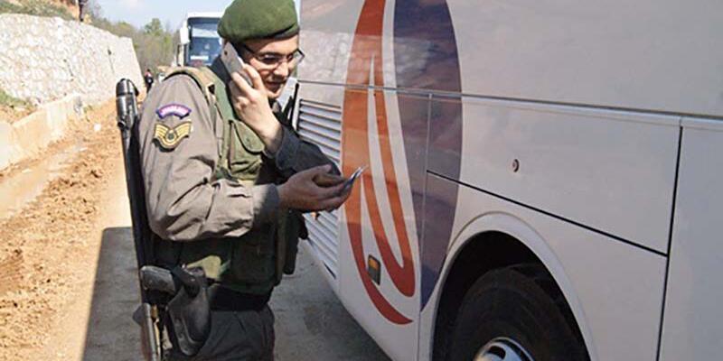 İhbar üzerine otobüste dinamitle yakalandı