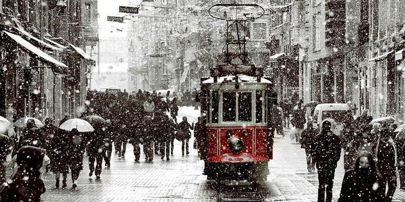 İstanbul'da kar yağışı sürüyor, meteorolojiden uyarı geldi
