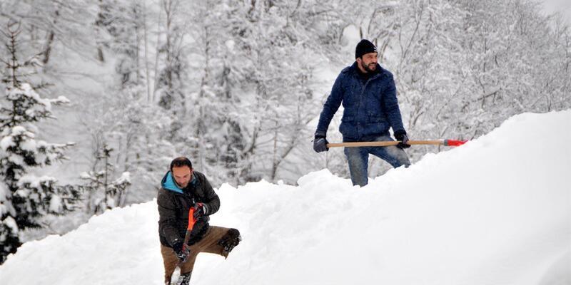 Rize'de kar 10 santim oldu, 346 köy yolu kapandı