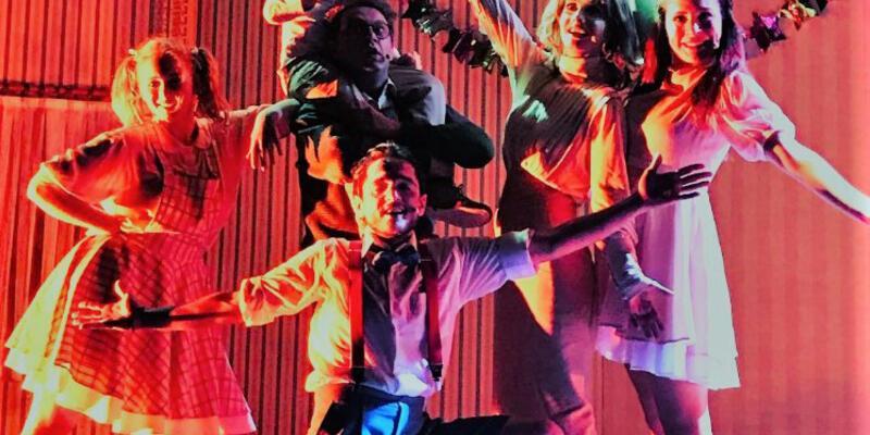 Poyraz Karayel'in Sinan'ı ''Fantastik Hikayeler Makinesi'' ile sahnede