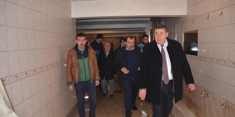 1 TL'ye kızan başkan tuvaletleri ücretsiz yaptı
