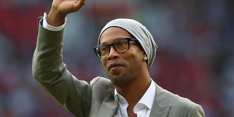 Ronaldinho Barcelona'ya elçi oldu