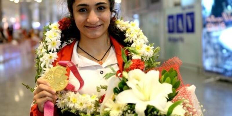 19 yaşındaki yıldız adayını Galatasaray kaptı