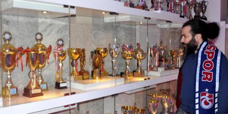 Fenerbahçe'nin kupasını alan taraftar: Bize ait olanı aldım