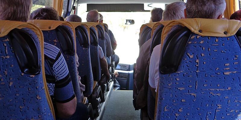 Trafik polisi İstanbul-Ankara otobüsüne yolcu gibi bindi ve denetledi
