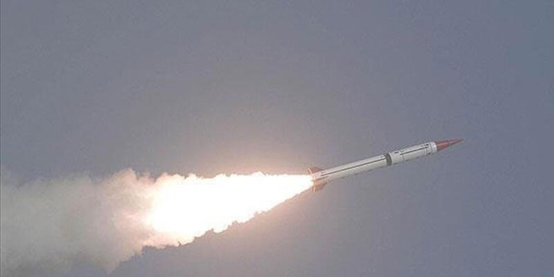 Husiler Suudi Arabistan'ı balistik füzeyle vurdular