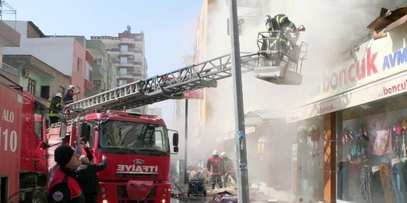 Mersin'de alışveriş merkezinde yangın çıktı