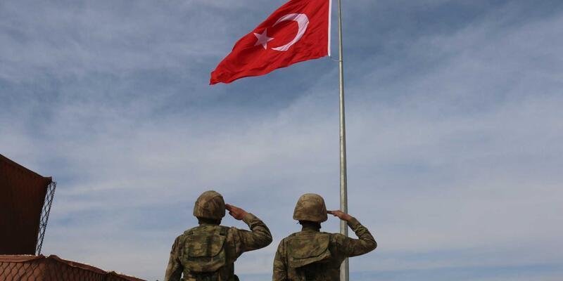 Suriye sınırına yeni dev bayrak