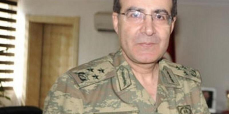 Orgeneral Kamil Başoğlu'nun başına siyah torba