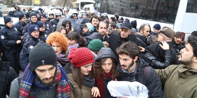 Kocaeli'de öğrencilere polis müdahalesi