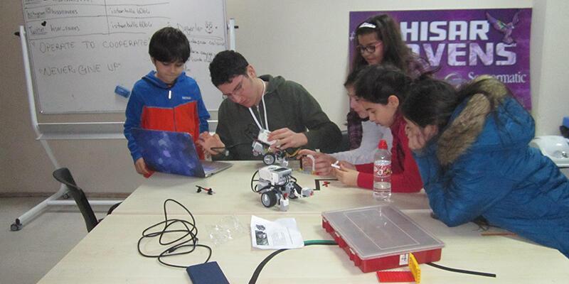 Her okula bir robotik takımı