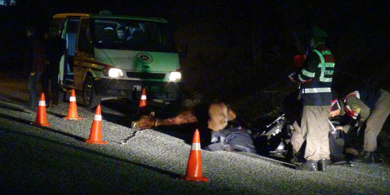 Motosiklet at ile sahibine çarptı: 1 ölü, 2 yaralı