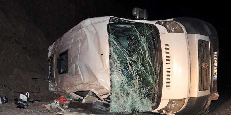 Mülteci minibüsü devrildi: 7 yaralı