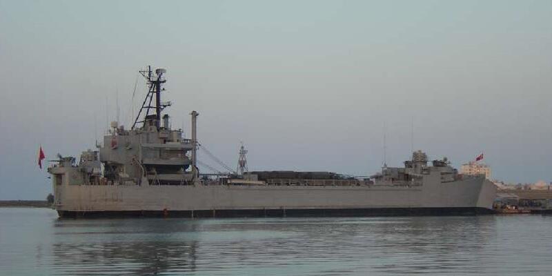 İzmir'de askeri gemide yangın
