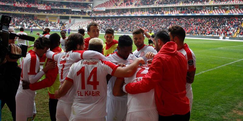 Antalyaspor'u yine Samuel Eto'o kurtardı
