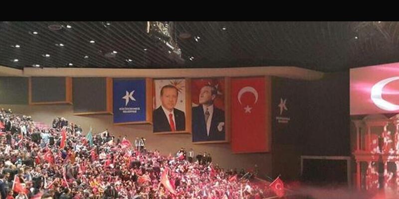 MHP gecesinde tartışma yaratan 'Erdoğan posteri'