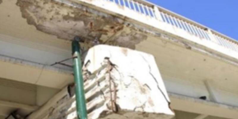 Kadıköy'de köprünün yıkım çalışması başladı