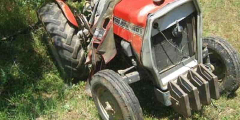 Düzce'de tarım aracı devrildi