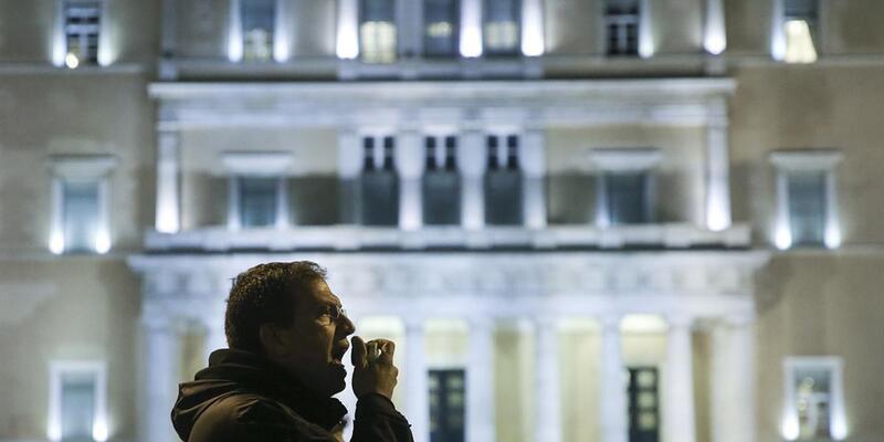 """Yunanistan'da 10 bin kişilik """"kemer sıkma"""" karşıtı gösteri"""