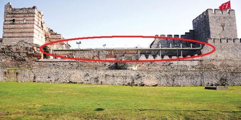 Tarihi surlara çatı monte ettiler