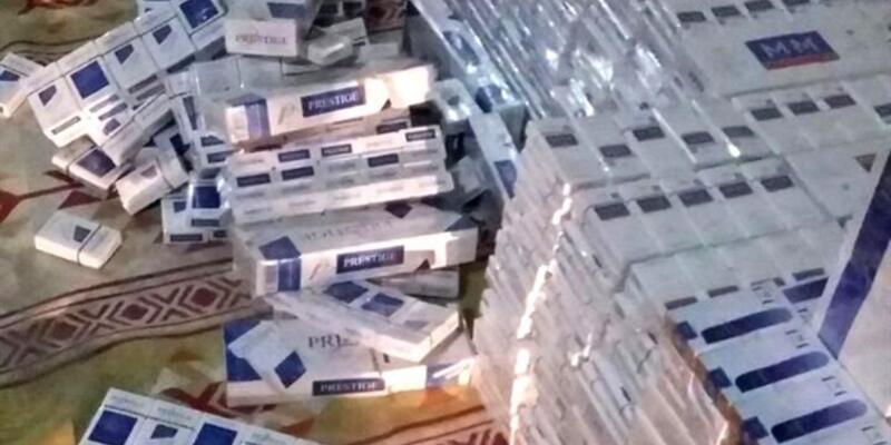 Minibüste 5 bin paket kaçak sigara ele geçirildi