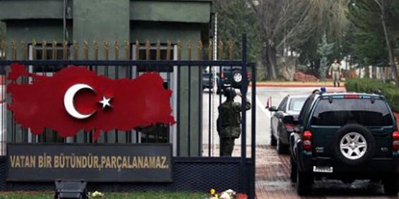 Komutanı 'Polise ateş et' emrine uymayan askere ateş etti