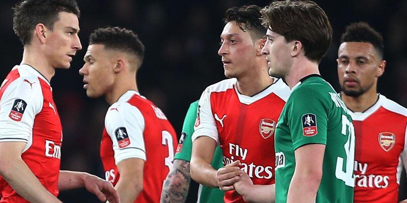 Arsenal 5 attı turladı
