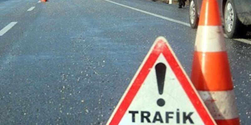 Adana'da öğrenci servisi otomobille çarpıştı: 18 yaralı