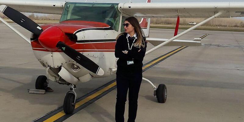 Eğitim uçuşunda uçak takla attı