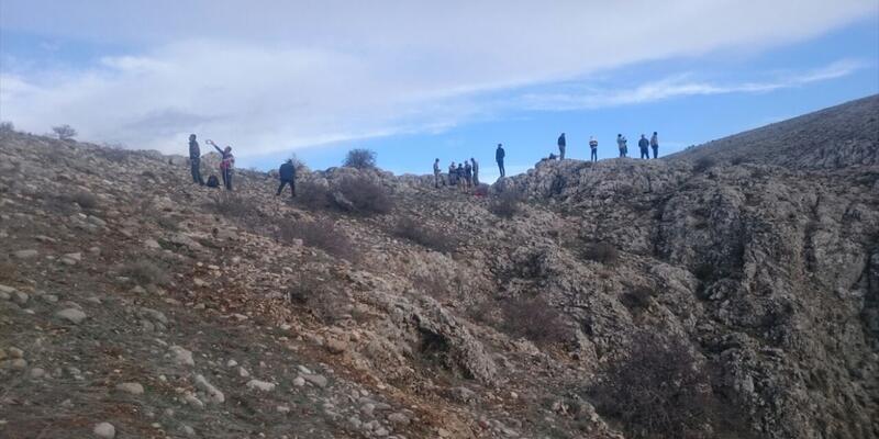 Ters lale toplamak isterken kayalıklardan yuvarlandı