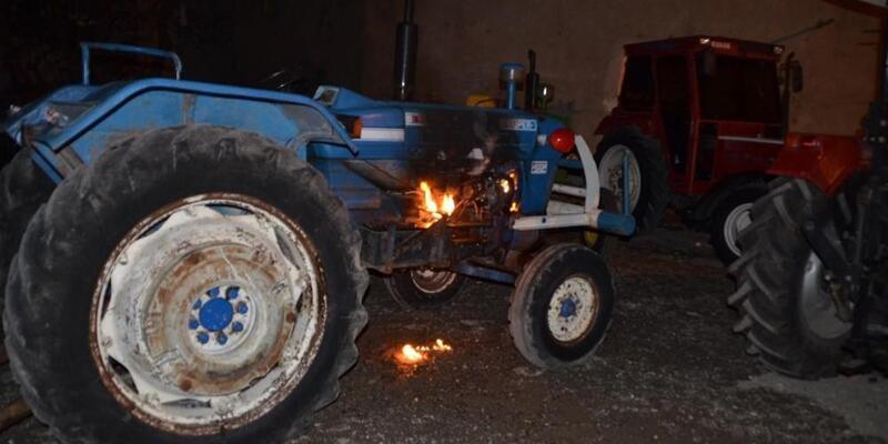 Yanan traktörü polis söndürdü
