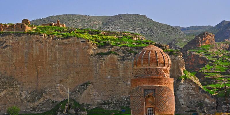 Hasankeyf'teki 650 yıllık tarihi türbe özel makineyle taşınacak