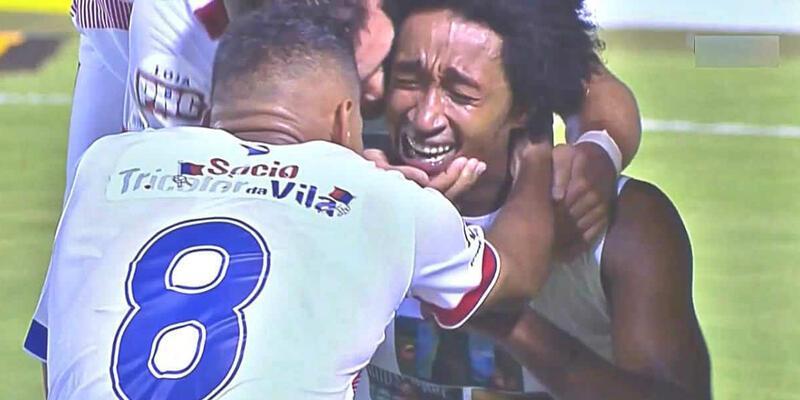 Brezilyalı futbolcu herkesi gözyaşlarına boğdu