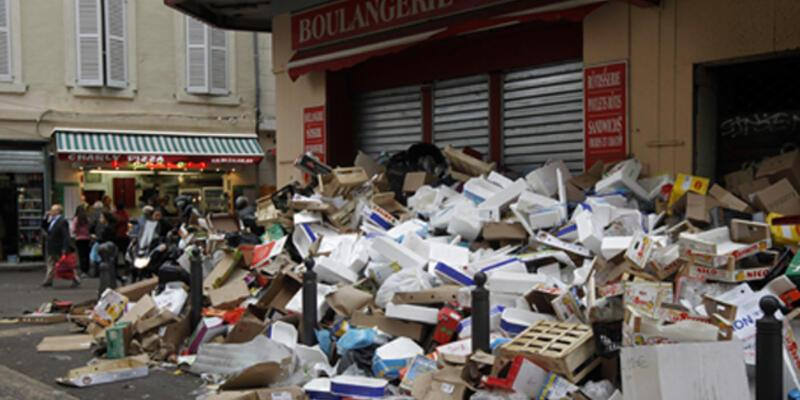 Fransa'da grev büyüyor! Şehirlerde çöp yığınları oluştu