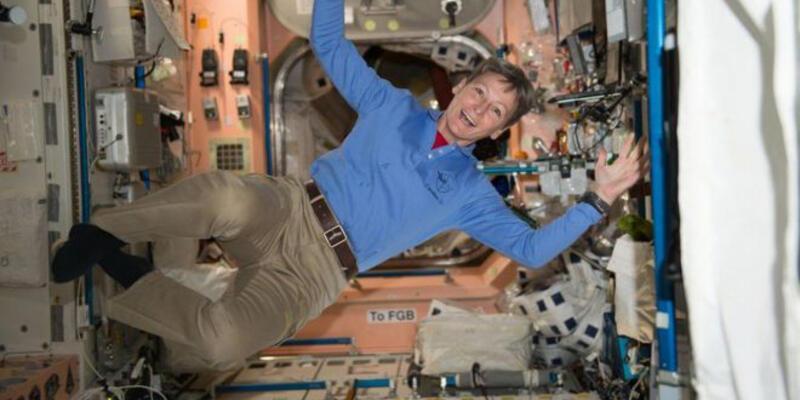 57 yaşındaki ABD'li kadın astronottan çifte rekor