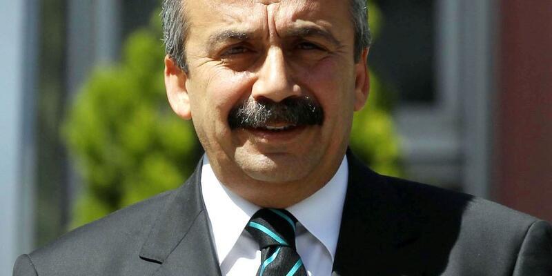 Sırrı Süreyya Önder, AYM'den tutuklu vekiller için randevu aldı