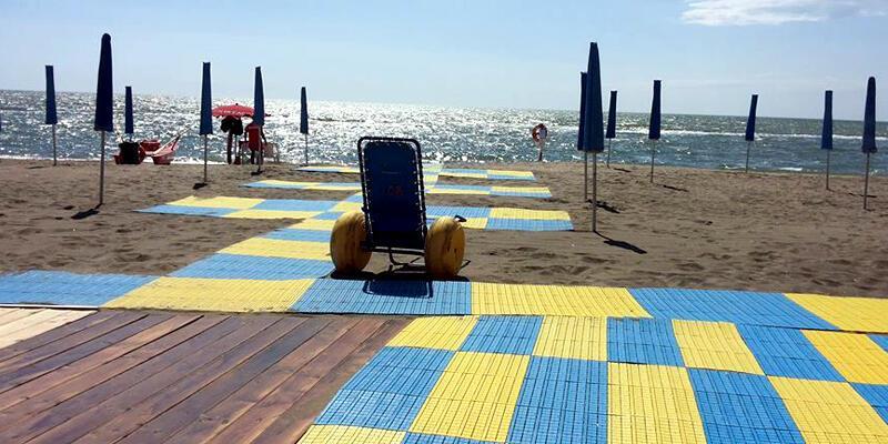 Papa Francesco engelliler için plaj kiraladı