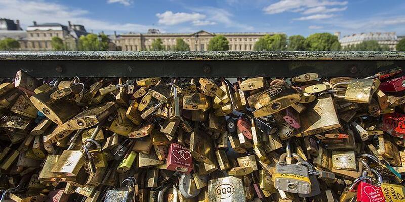 Paris Belediyesi'nden 'aşk kilitleri' kararı