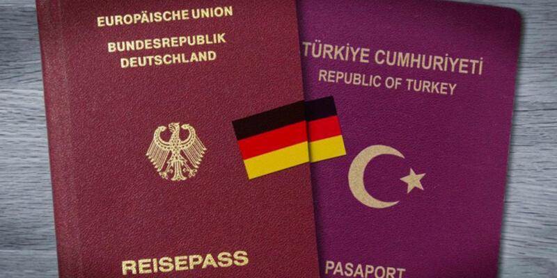 Almanya çifte vatandaş Türkleri uyardı