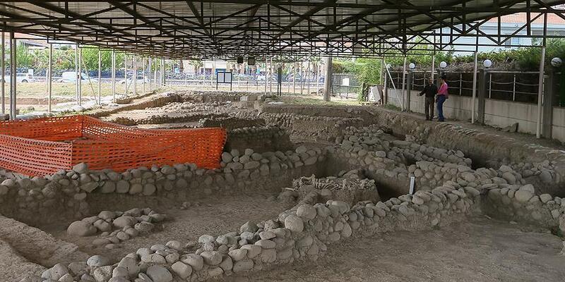 İzmir'de 5 bin yıllık 'lüks site'nin kalıntıları bulundu