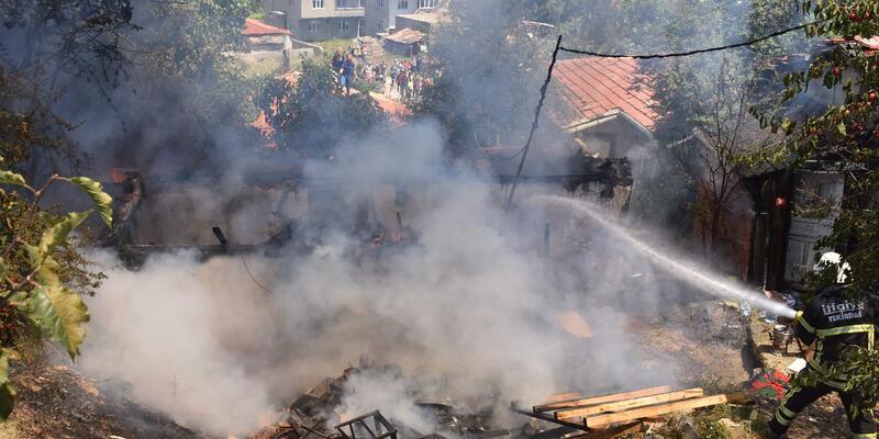 Tekirdağ'da yangın: Müstakil ev küle döndü
