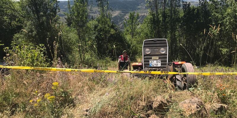 Traktör kazasında 1 ölü, 3 yaralı
